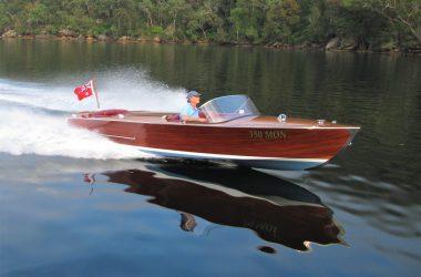 ChrisCraft style Mahogany Speedboat