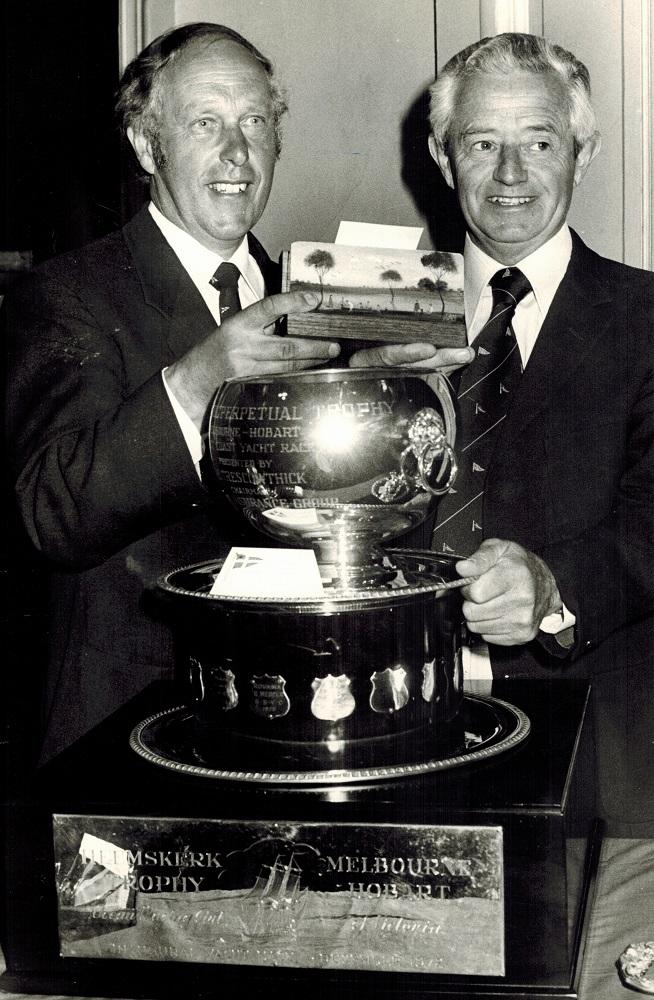 Westcoaster 1977 Trophy presentation to skippers Guy Ellis (Anaconda) and Jim Searle (Hot Prospect) with Pro Hart gold ingot