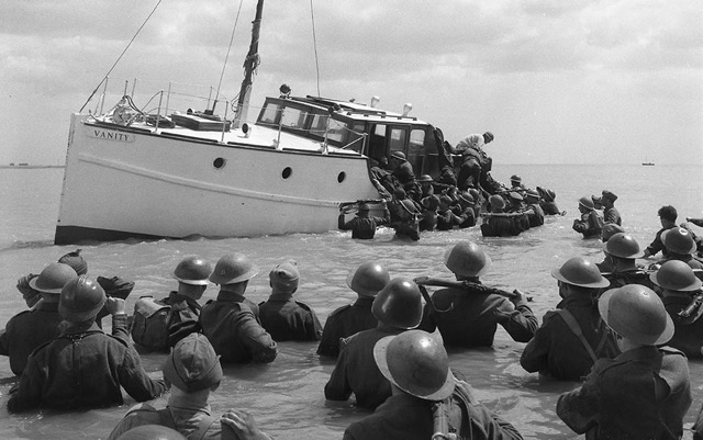 Small ships evacuation from Dunkirk during World War II