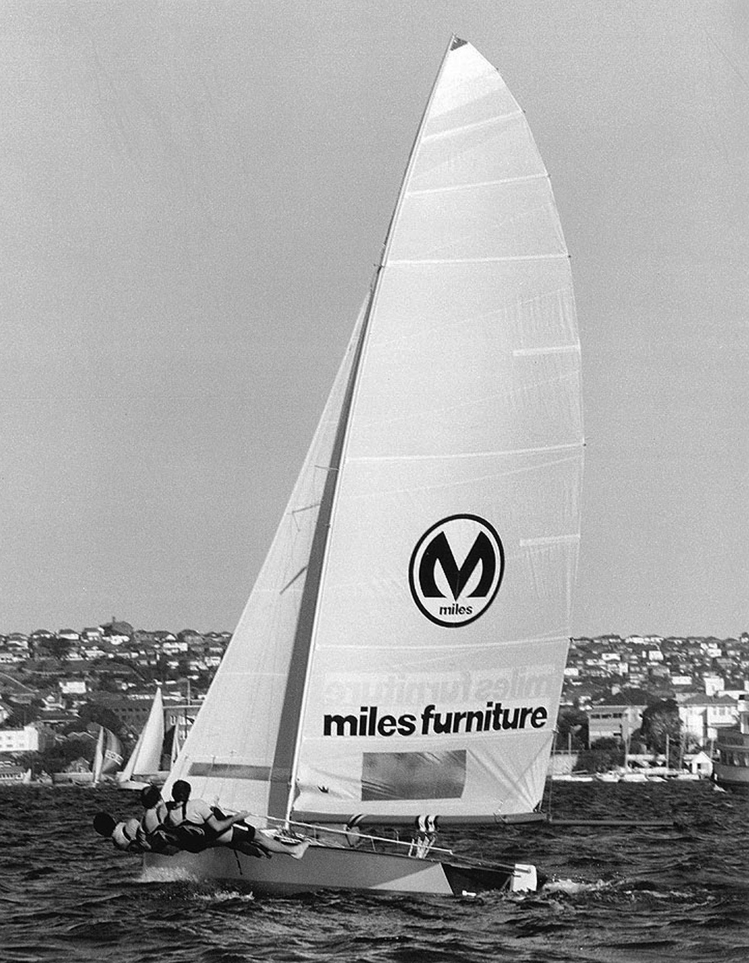 18ft Skiffs The Kulmar Family - Miles Furniture, 1976 Giltinan champion, upwind on Sydney Harbour