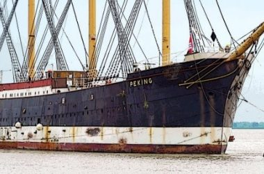 106-year-old barque Peking gets a new life