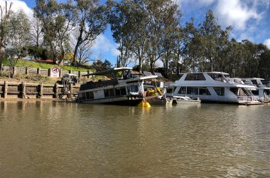 Murray River houseboat salvage a success