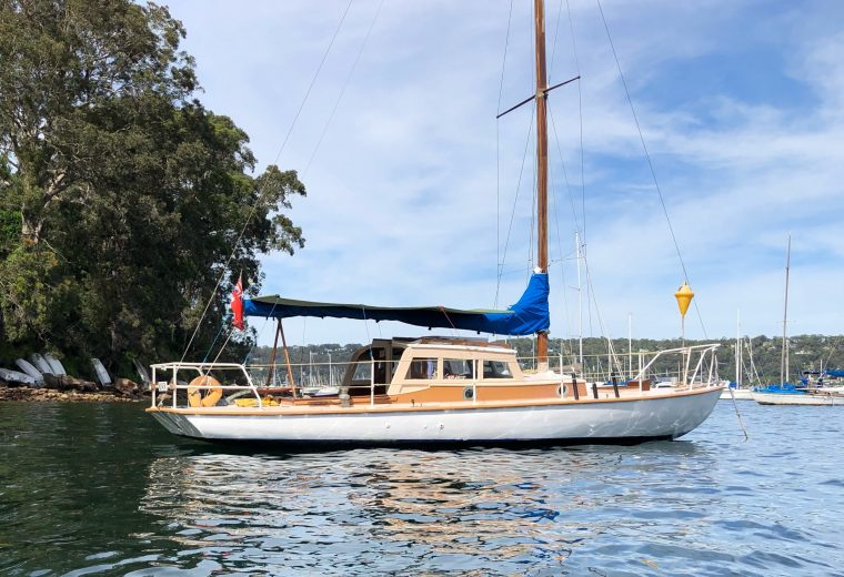9 mt Timber Yacht