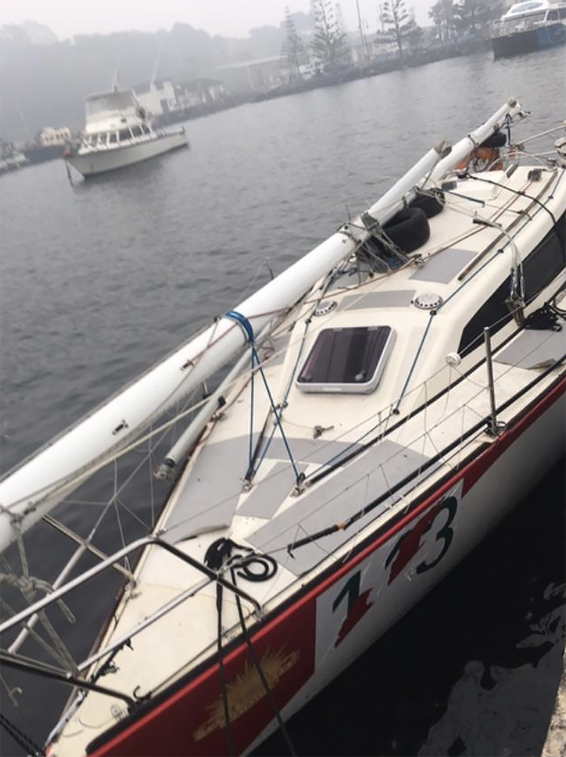 Gun Runner with mast repositioned and secured ready to motor back to Sydney. Bushfire smoke haze still in evidence